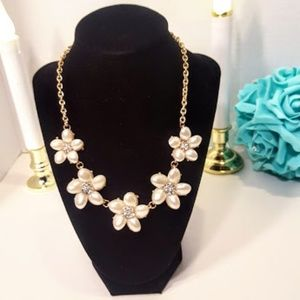 Goldtone Flower Necklace adjustable lenght